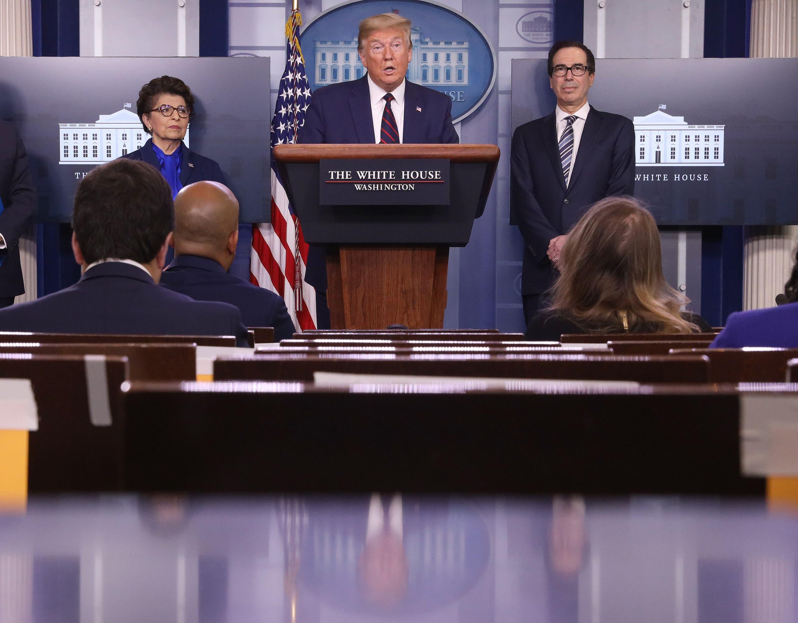 الرئيس الأميركي دونالد ترمب، خلال مؤتمر صحفي لخلية الأزمة الأمريكية حول تداعيات فيروس كورونا