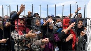 كسروا الحجر.. مئات التونسيين يحتشدون حول مساعدات كورونا
