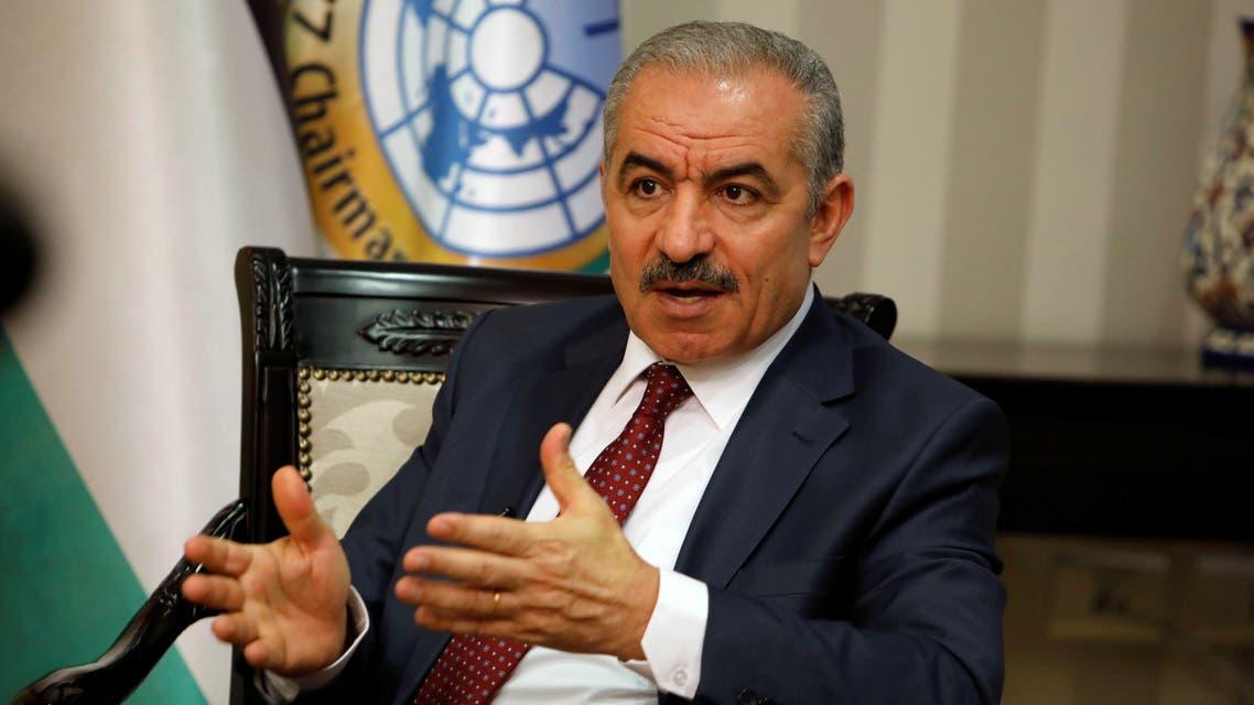 رئيس الوزراء الفلسطيني محمد إشتيه خلال مقابلة مع رويترز بمكتبه في رام الله (أرشيفية)