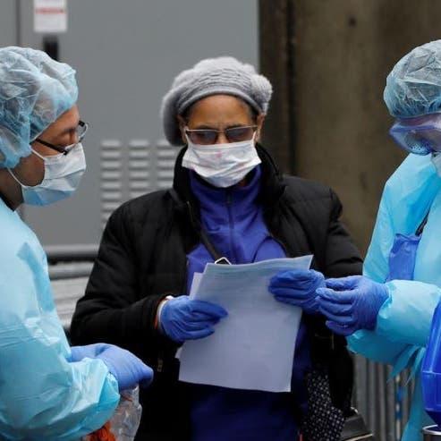 أطباء نيويورك يواجهون كورونا بأكياس القمامة ومعاطف المطر