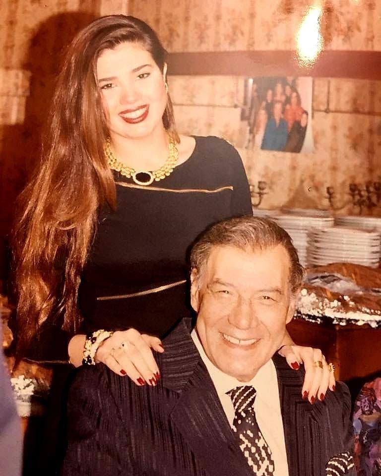 """رانيا فريد شوقي ووالدها الشهير بـ""""ملك الترسو"""""""