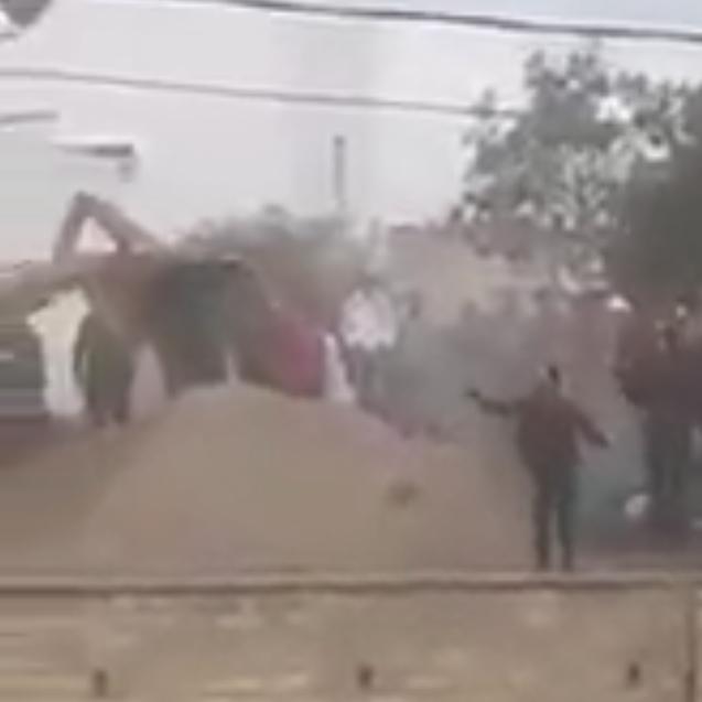 شاهد.. دفن ضحايا كورونا بالمقابر في تونس يثير احتجاجات