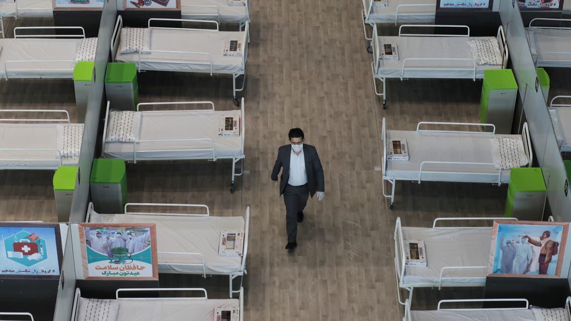 أحد المحال التجارية تحول إلى مكان لعزل المصابين بكورونا في إيران