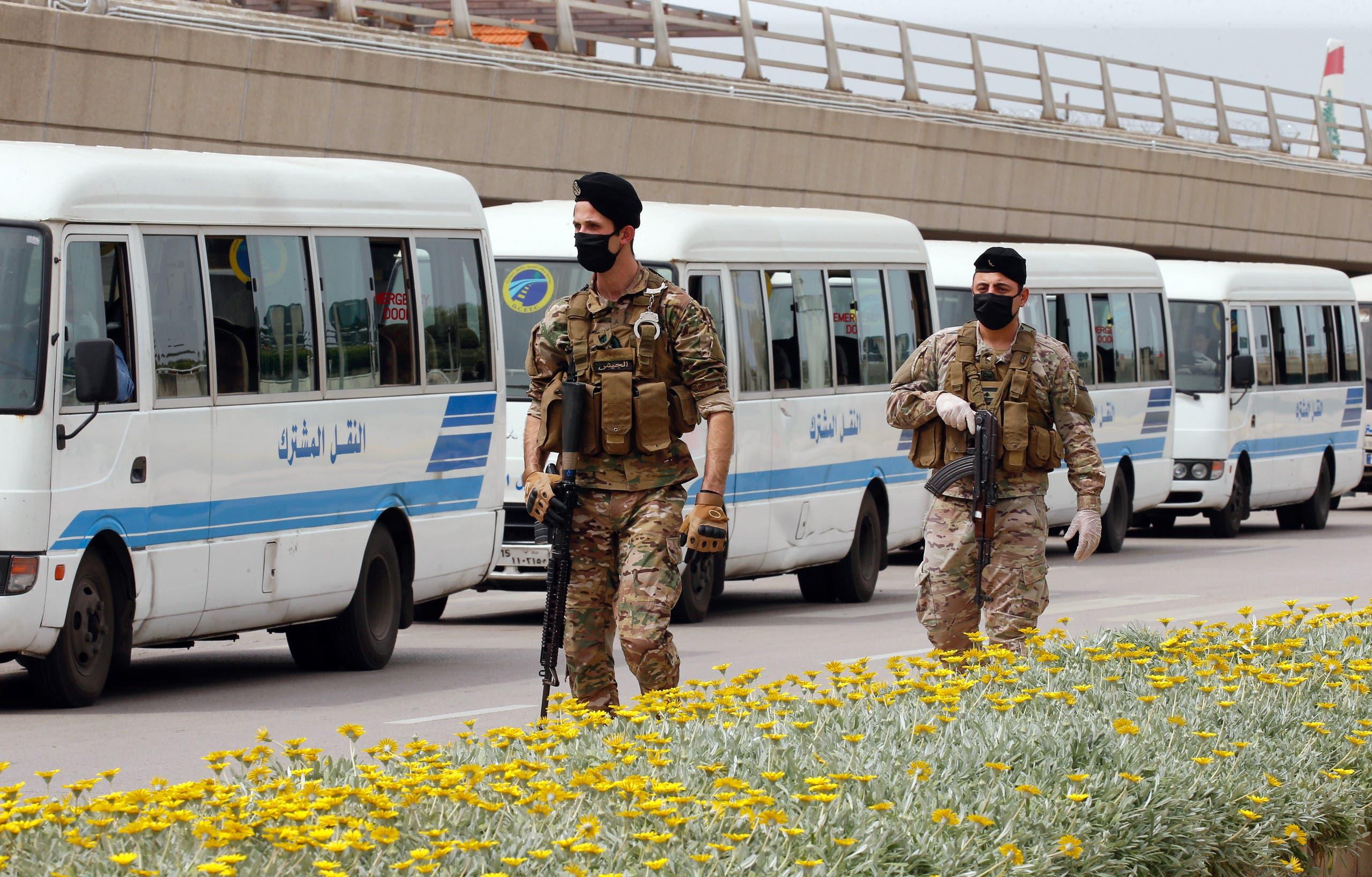 انتشار أمني مكثف لمراقبة وصول ونقل المسافرين للحجر