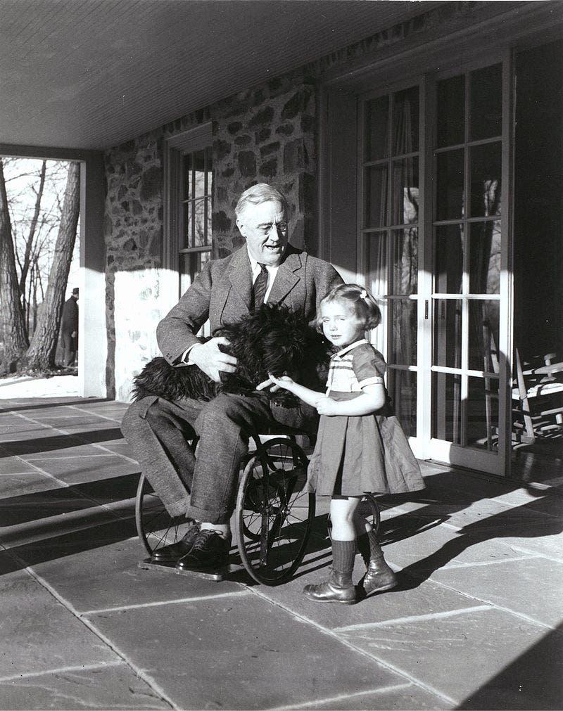 صورة للرئيس الأميركي فرانكلين روزفلت على كرسيه المتحرك