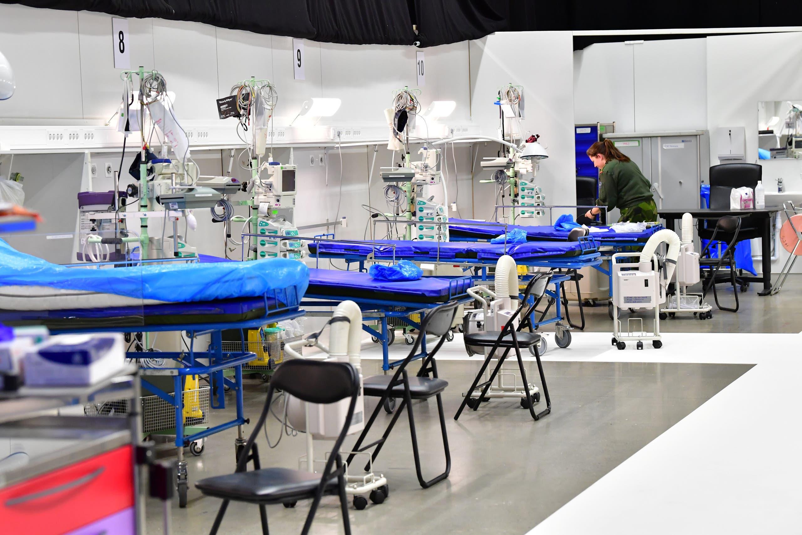 مستشفى بناه الجيش السويدي في معرض للمؤتمرات في ستوكهولم للعناية بمرضى كورونا