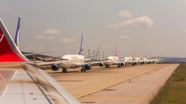 40 % من طائرات العالم على الأرض.. ولا تجد مكاناً يؤويها