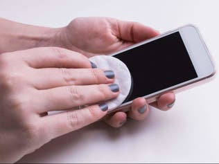 كيفية الحفاظ على هاتفك خاليا من فيروس كورونا