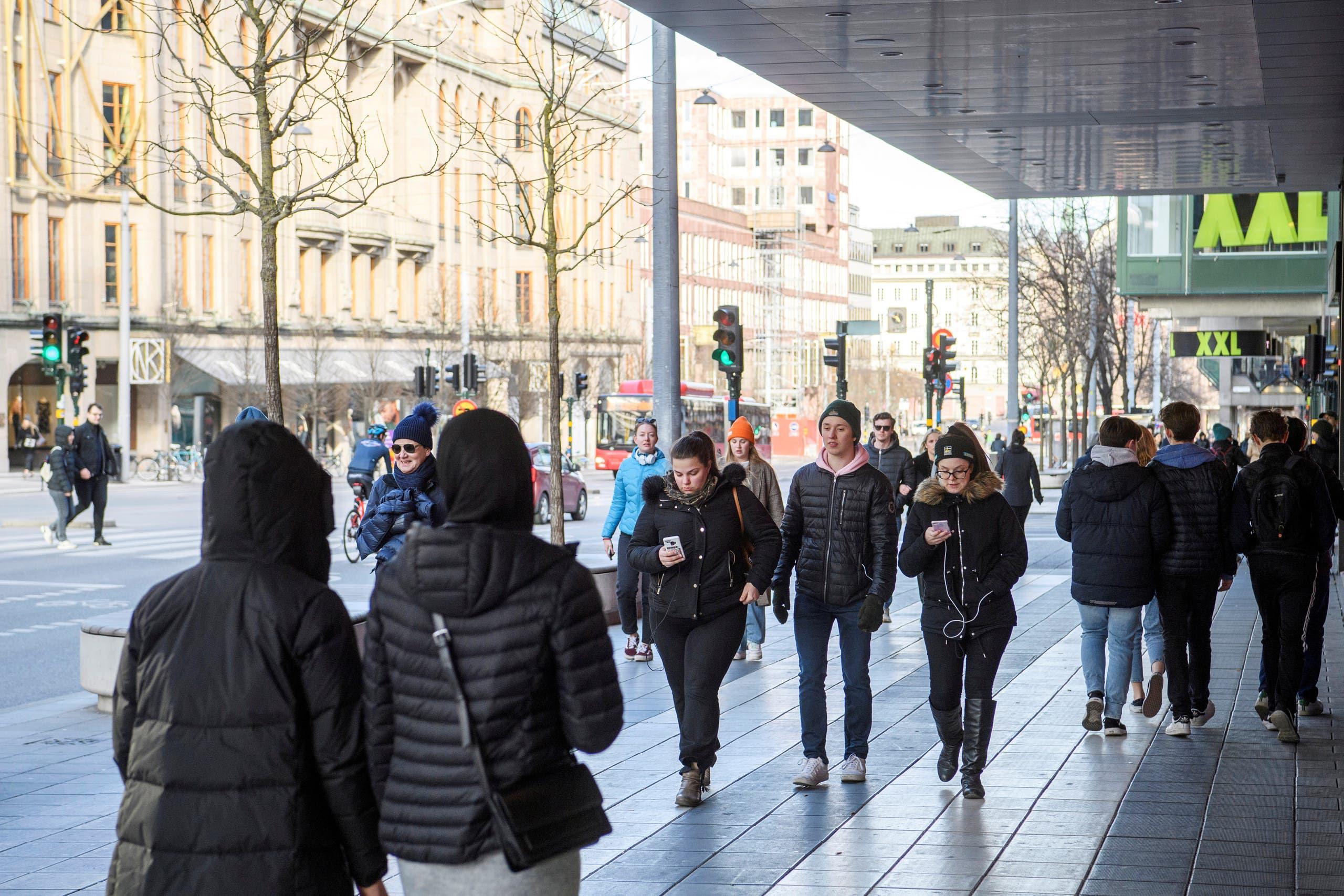 الحركة مستمرة في ستوكهولم حيث لم تغلق الأسواق والمطاعم