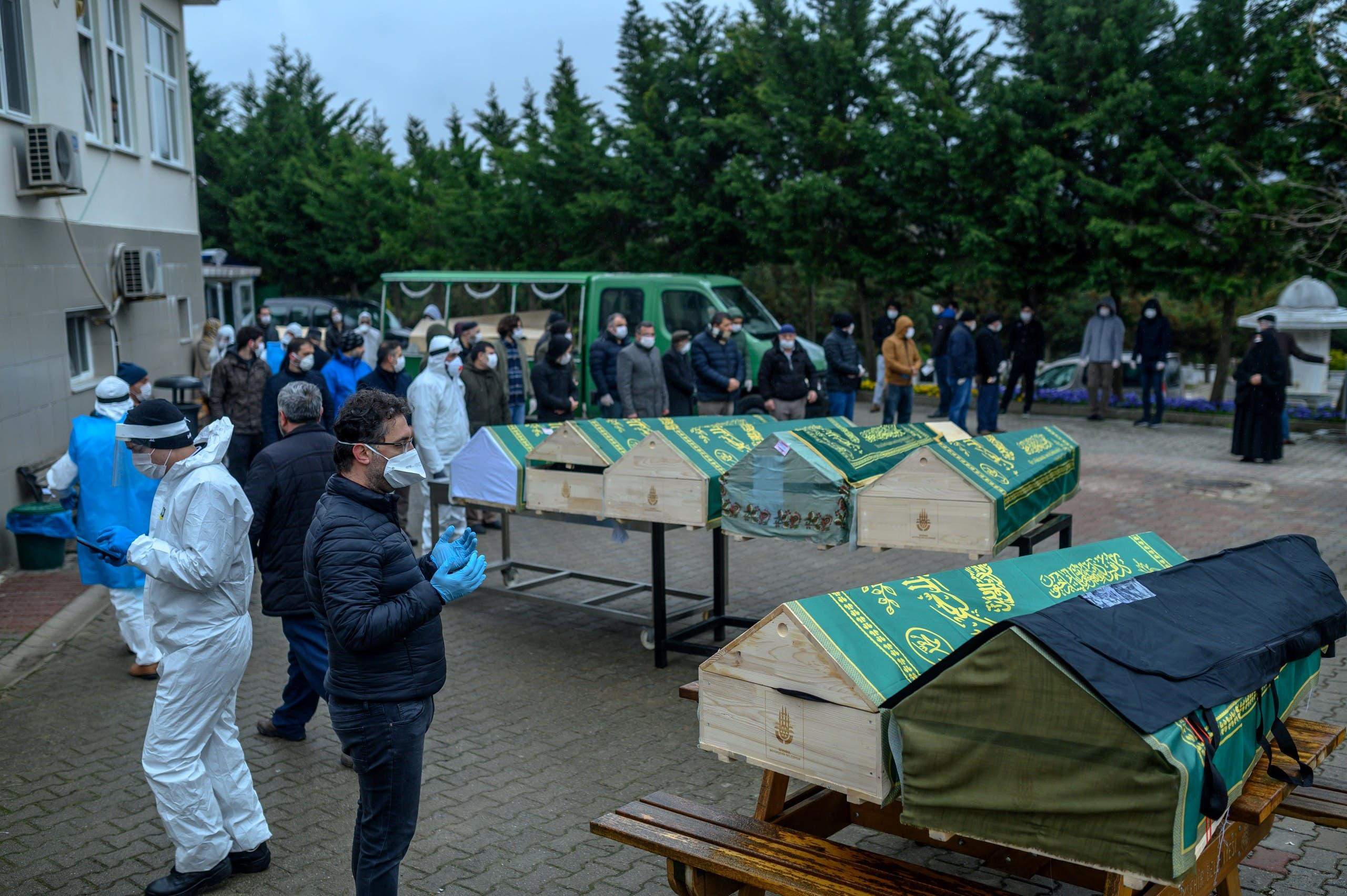 دفن ضحايا كورونا في اسطنبول (أرشيفية- فرانس برس)