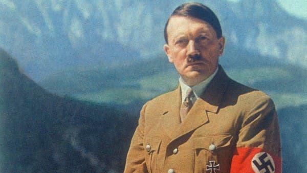 هتلر يطيح بسفير.. منشور على فيسبوك يطلق موجة غضب