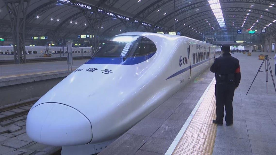انطلاق أول قطار من ووهان لأول مرة منذ رفع الإغلاق عنها