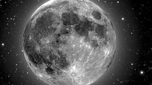 شاهد القمر الوردي بأبهى حلله.. أول بدر خلال الربيع