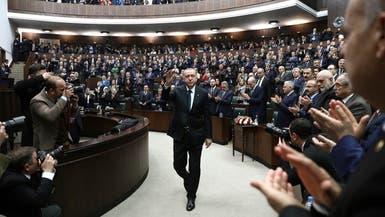 برلمان تركيا يقر قانوناً مثيراً للجدل.. خنق مواقع التواصل