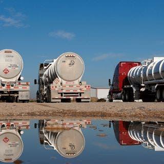 مع ارتفاع الأسعار.. عجلة النفط الصخري تستعد للنشاط