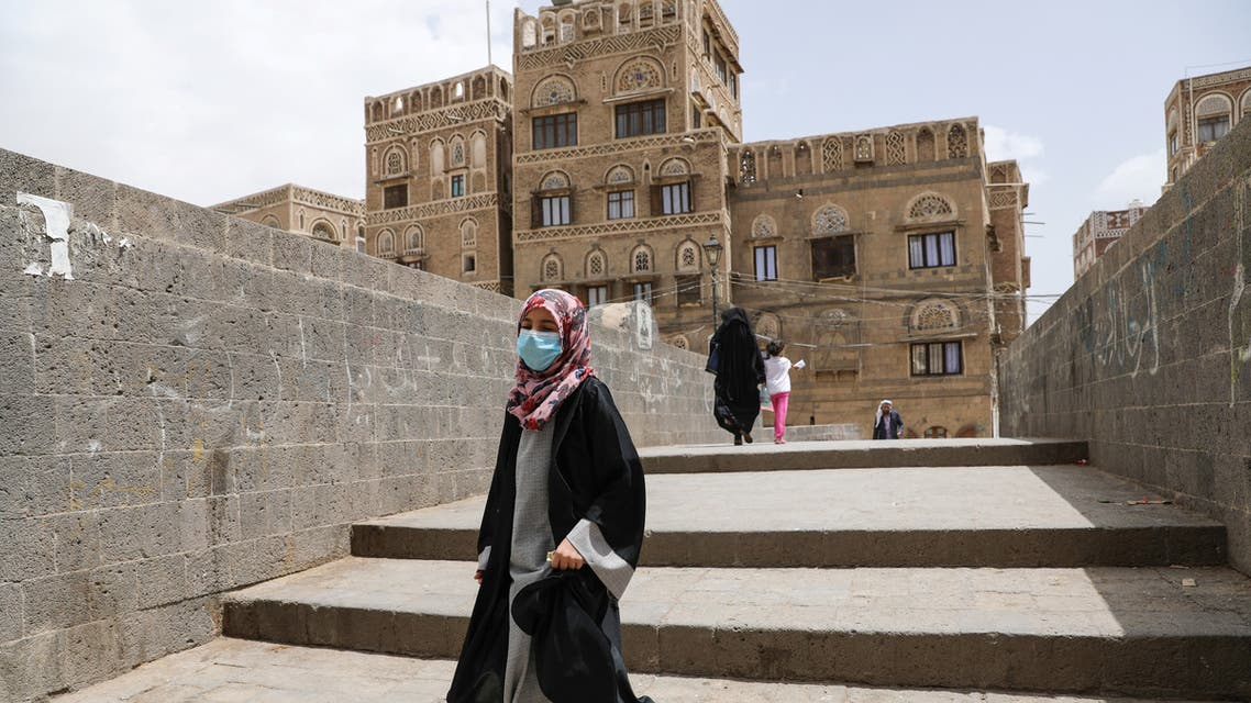 A girl wears a protective face mask amid fears of the spread of the coronavirus disease (COVID-19) in Sanaa, Yemen March 17, 2020. REUTERS/Khaled Abdullah