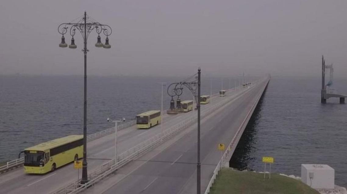 Saudi citizens return home from Bahrain via King Fahd Causeway. (SPA)