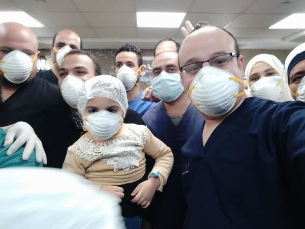 طبيب يروي قصة شفاء أصغر مصابة بكورونا في مستشفى عزل مصري