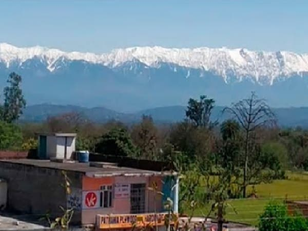 لأول مرة منذ عقود يختفي التلوث وترى الهند جبال الهملايا