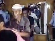 شاهد.. سجناء يرقصون فرحاً بعد الإفراج عنهم بسبب كورونا