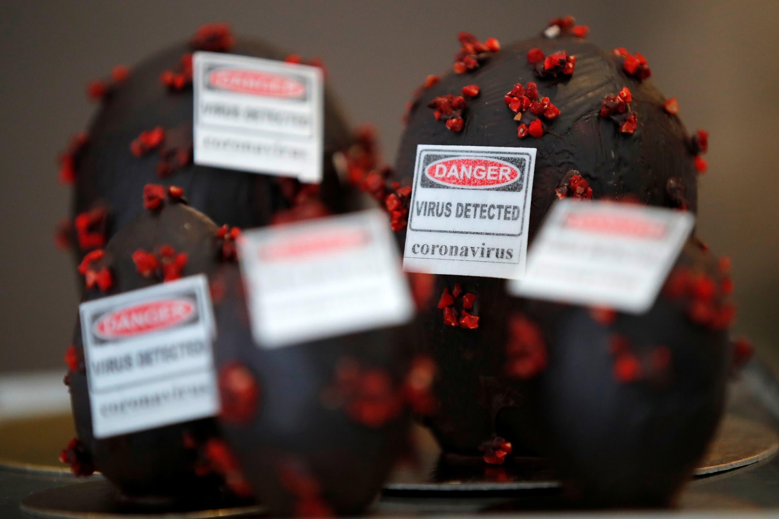 بيض من الشوكولاتة مغلف بأشكال تشبه فيروس كورنا مع رسالة تحذير في فرنسا