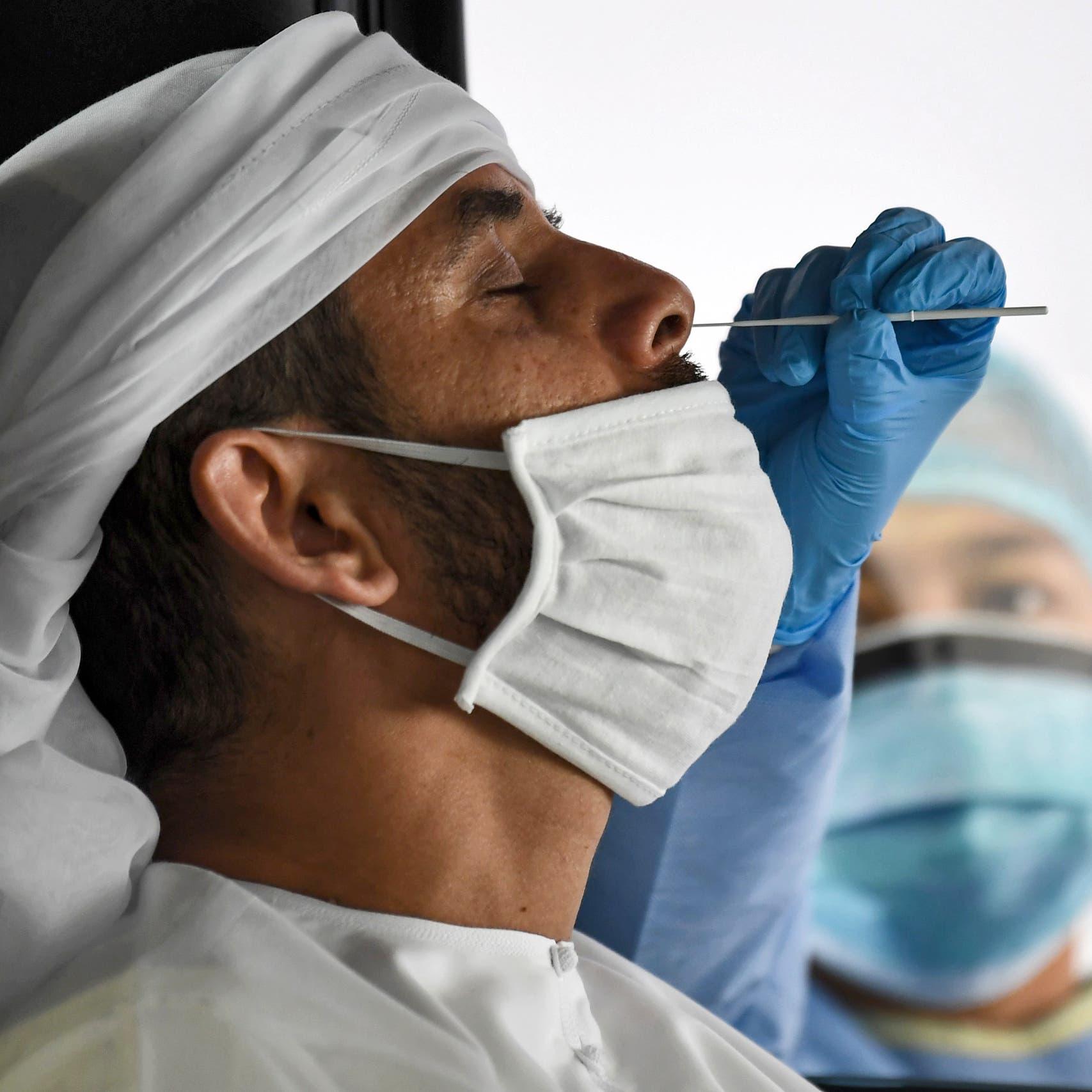 لموظفي حكومة الإمارات.. مسحة للأنف كل 7 أيام أو اللقاح