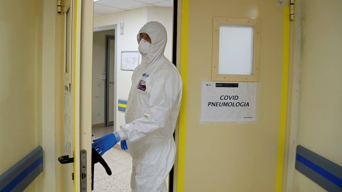 A member of the medical staff enters the coronavirus disease (COVID-19) unit at San Filippo Neri hospital in Rome, Italy April 9, 2020. REUTERS/Alberto Lingria
