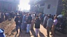 صور.. أهالي قرية مصرية يحتشدون لمنع دفن طبيبة توفيت بكورونا