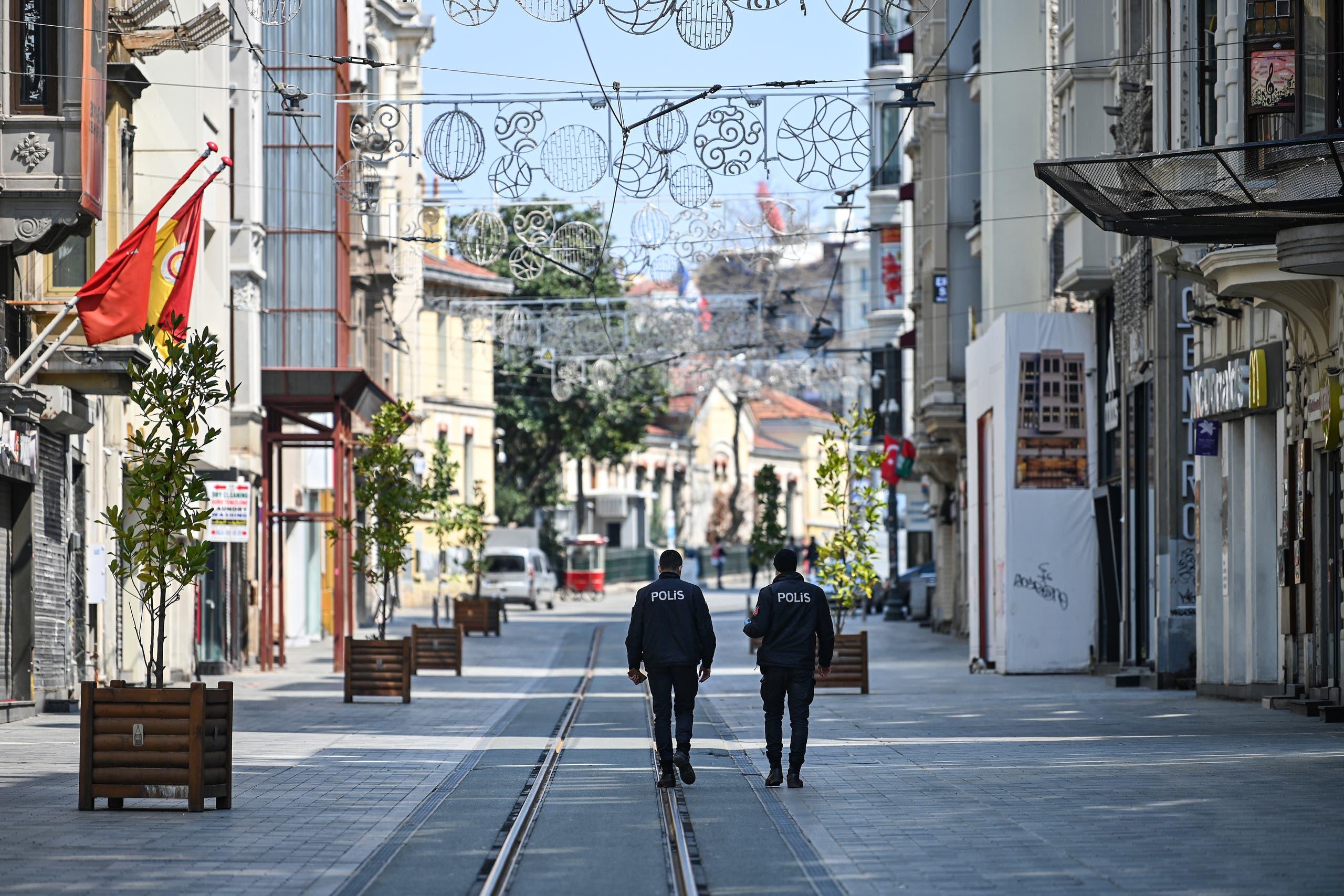 من إسطنبول
