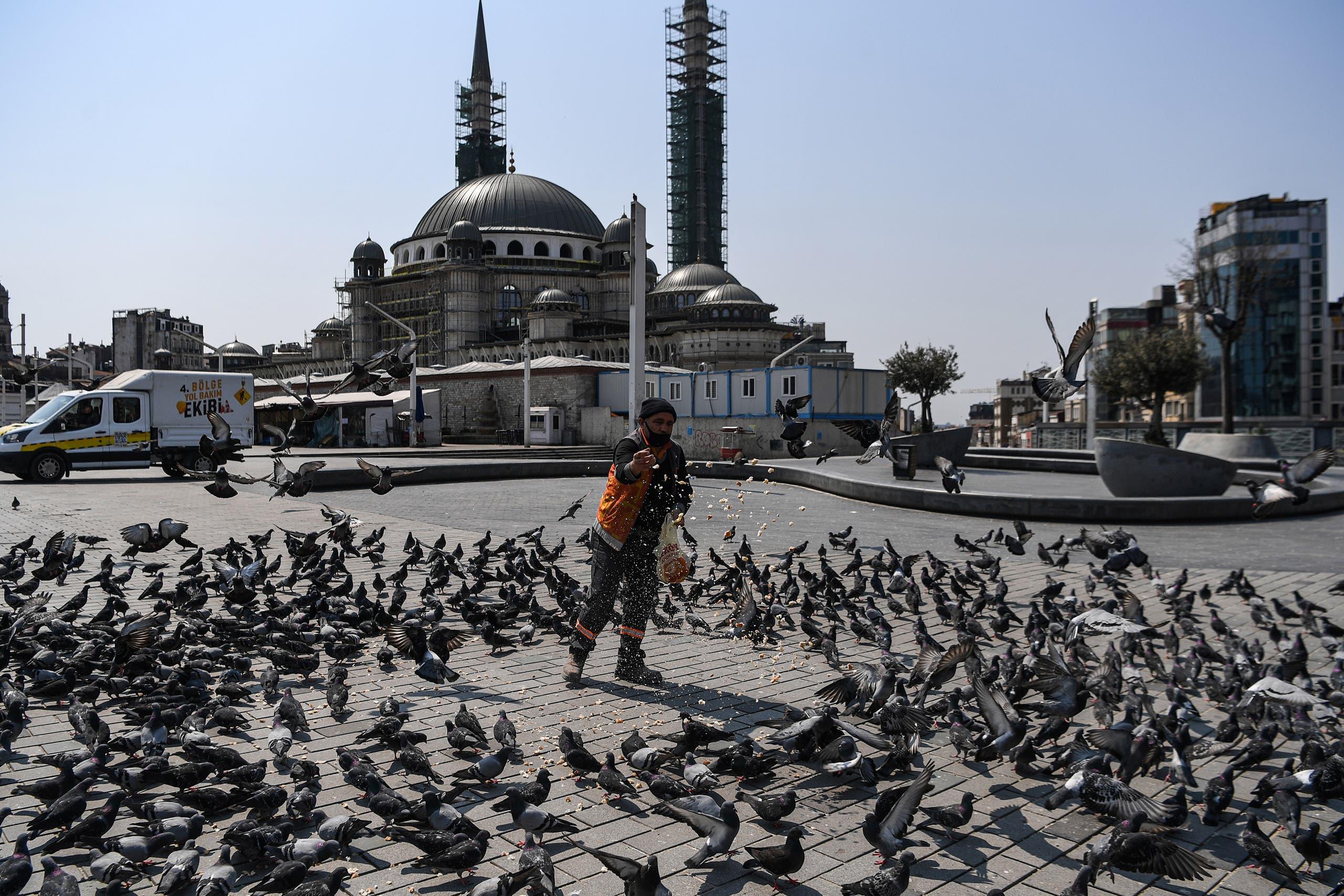 من ساحة تقسيم في تركيا (11 أبريل 2020- فرانس برس)