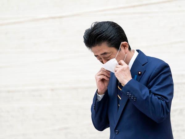 فيديو لرئيس وزراء اليابان مع كلبه يفتح نار غضب عليه