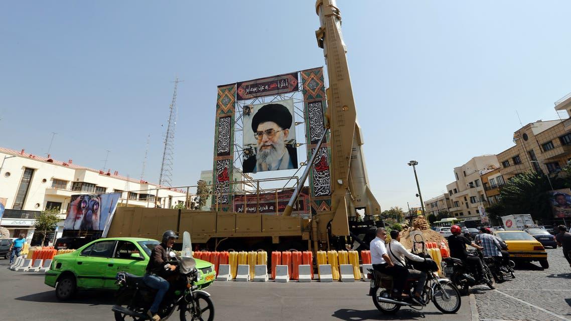 صورة خامنئي على صاروخ في إيران (أرشيفية- فرانس برس)