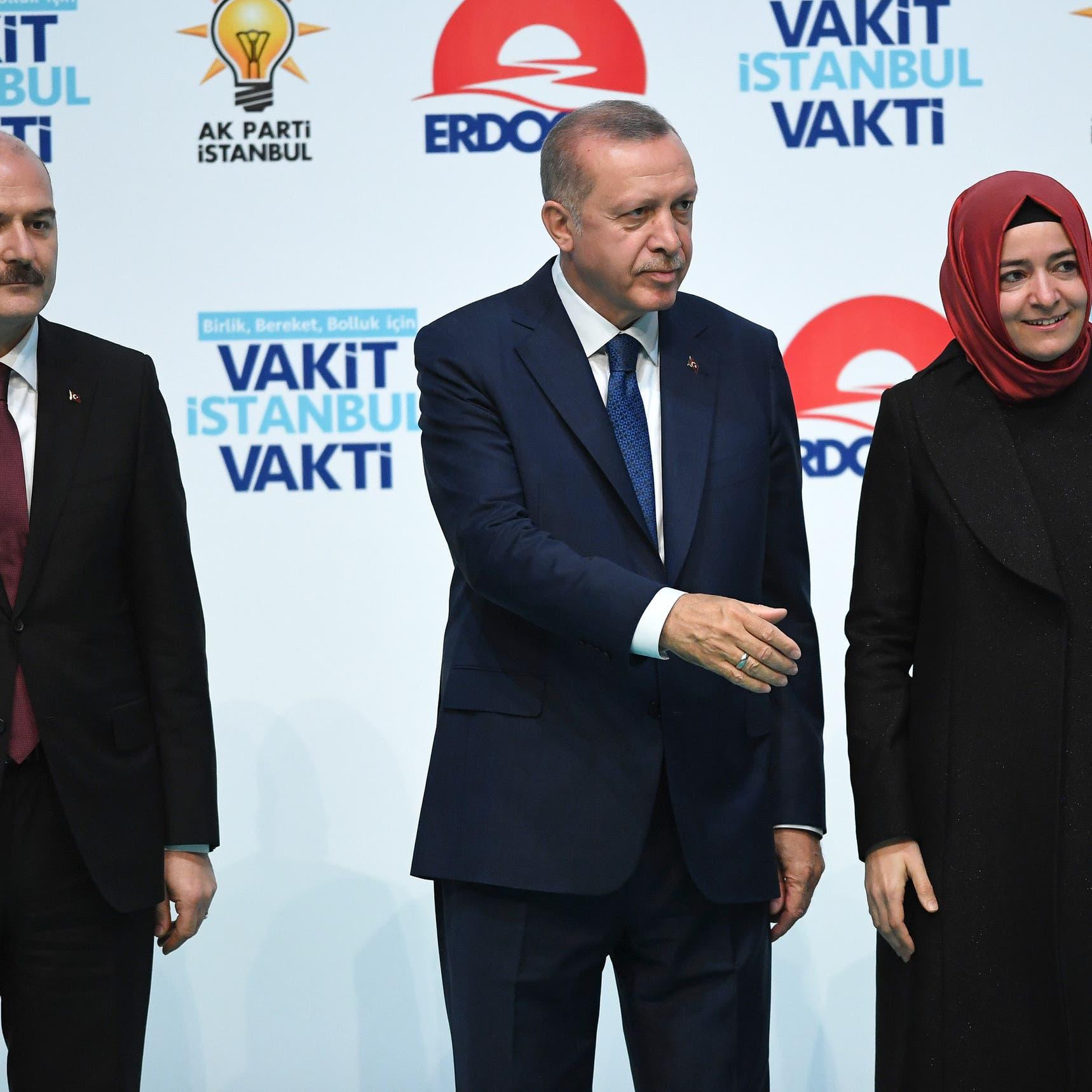ليلة غريبة وفيديو أغرب.. هل لوى صهر أردوغان يد صويلو؟