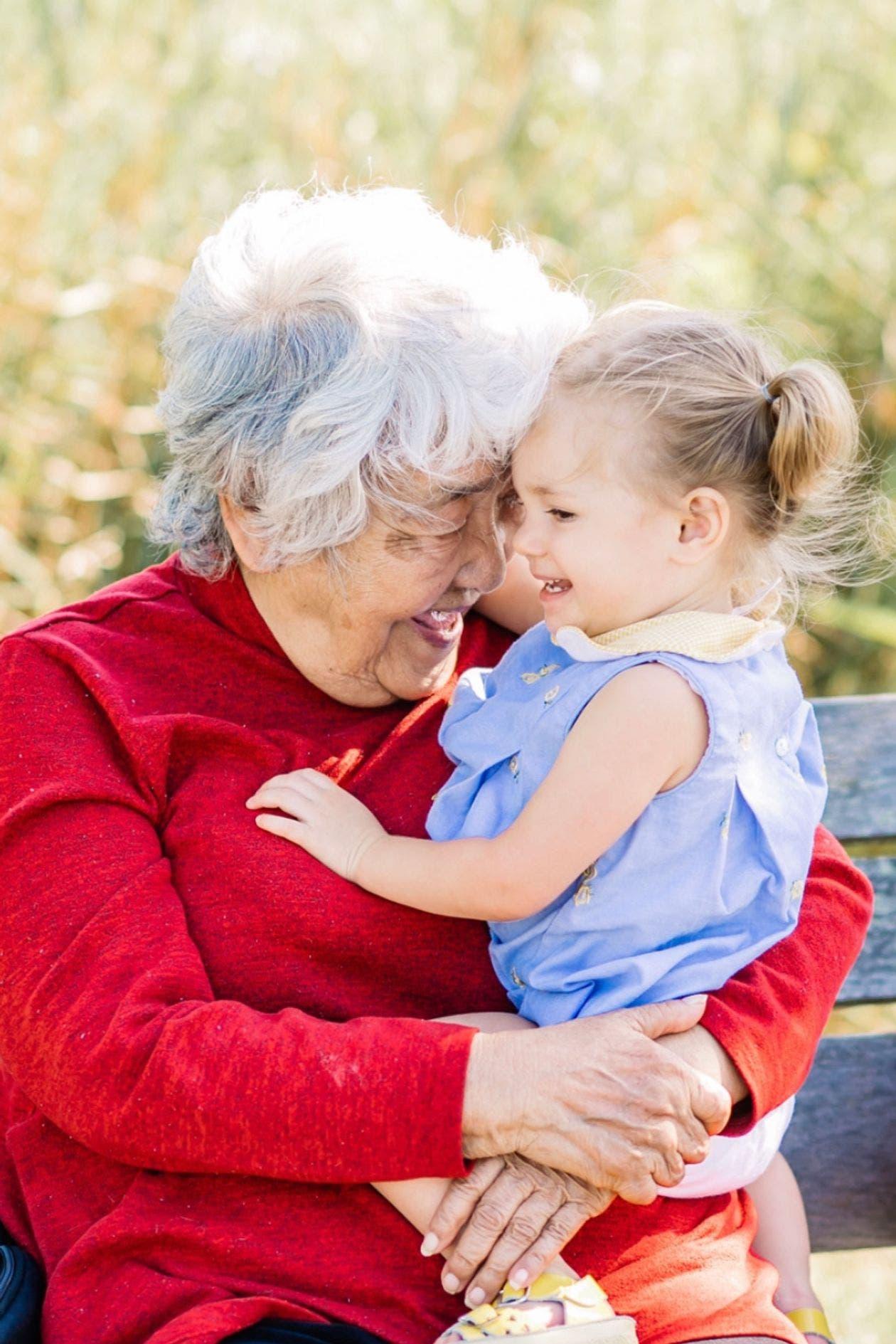 الجدة كيكو مع حفيدتها الكبرى جورجيا