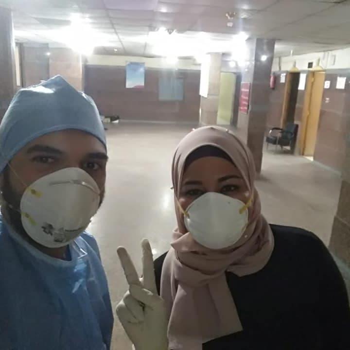تروي قصتها.. ممرضة مصرية تطوعت لمساعدة مصابي كورونا فأصيبت