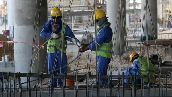 العفو الدولية تتهم قطر باعتقال وطرد العمالة بسبب فيروس كورونا