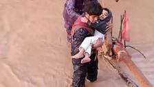 مأساة بالصور لوفاة أم وأطفالها الـ4 جراء سيول جرفت مخيمات نازحين بمأرب
