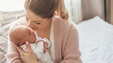 دراسة يابانية: هكذا ينبغي أن تعانق طفلك الرضيع