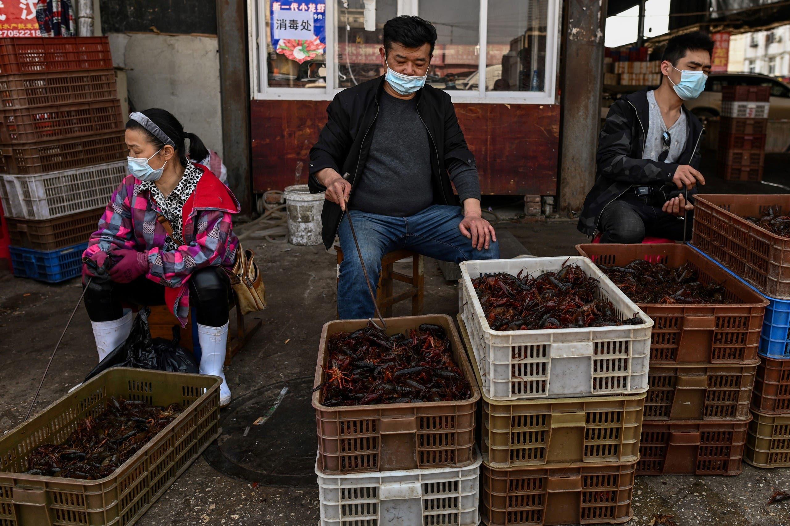 أحد الأسواق الشعبية في ووهان (أرشيفية- فرانس برس)