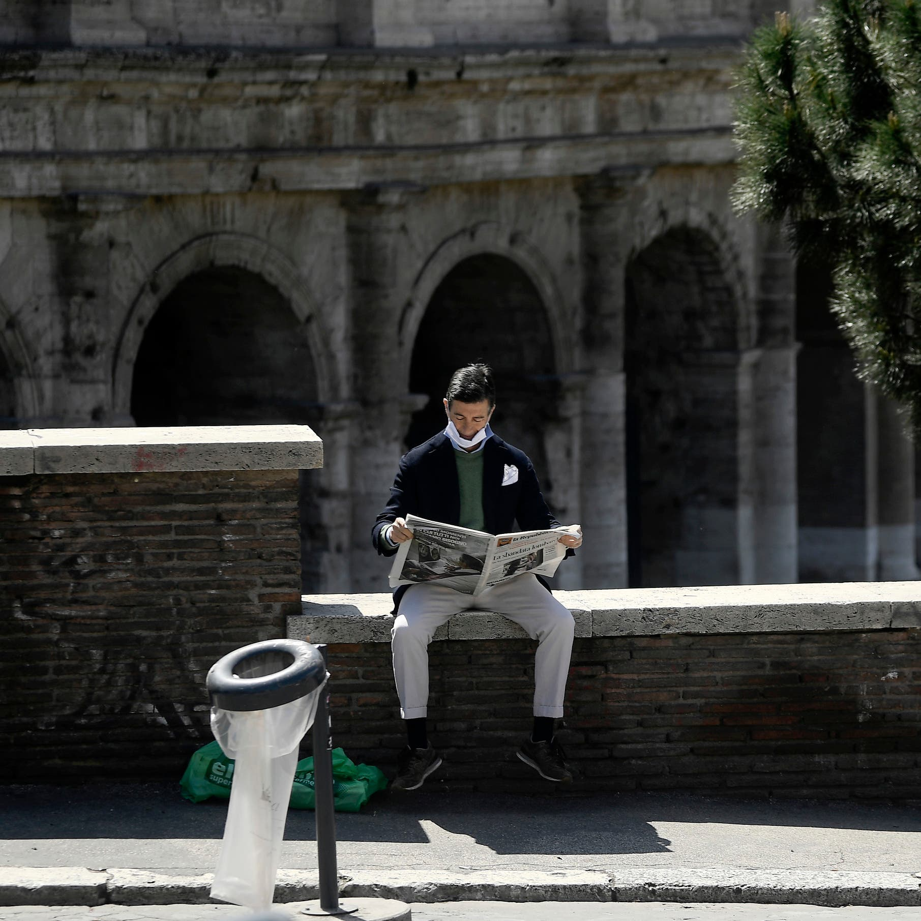 """إيطاليا ترصد """"المخالطين"""".. بانتظار استئناف الحياة"""
