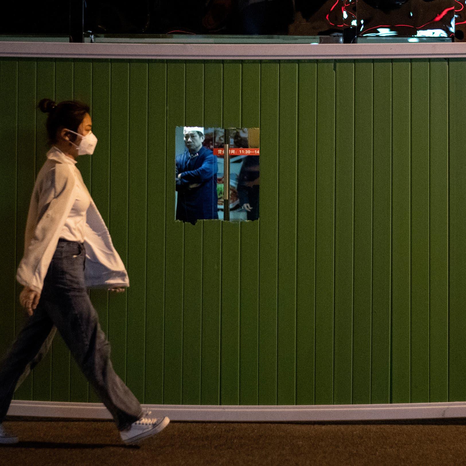 الصين تستنفر.. فحوصات إلزامية قبل مغادرة بؤرة الوباء