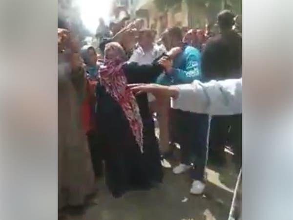 رغم منع التجمعات.. قرية مصرية تستقبل متعافياً بزفة شعبية