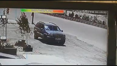 فيديو يوثق استهداف سيارة حزب الله بسوريا.. ولحظات غريبة