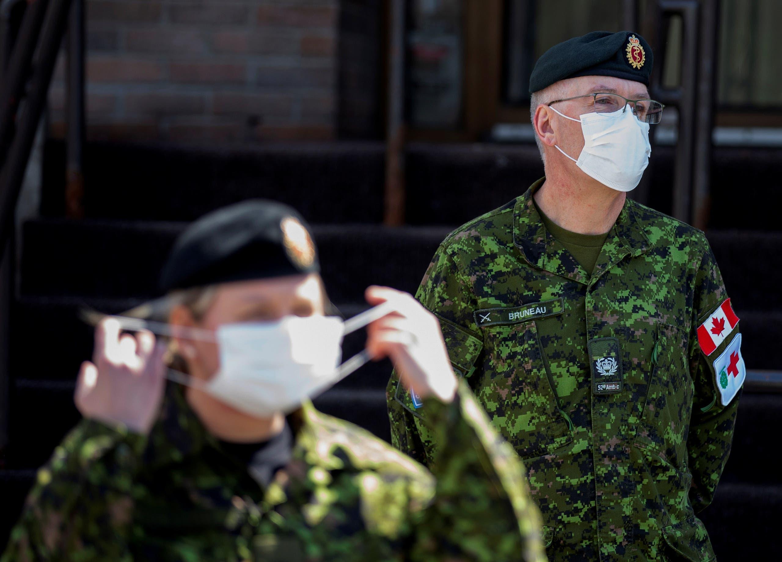 عسكريان كنديان يعاونان في دار مسنين في كيبيك تفشى بها كورونا