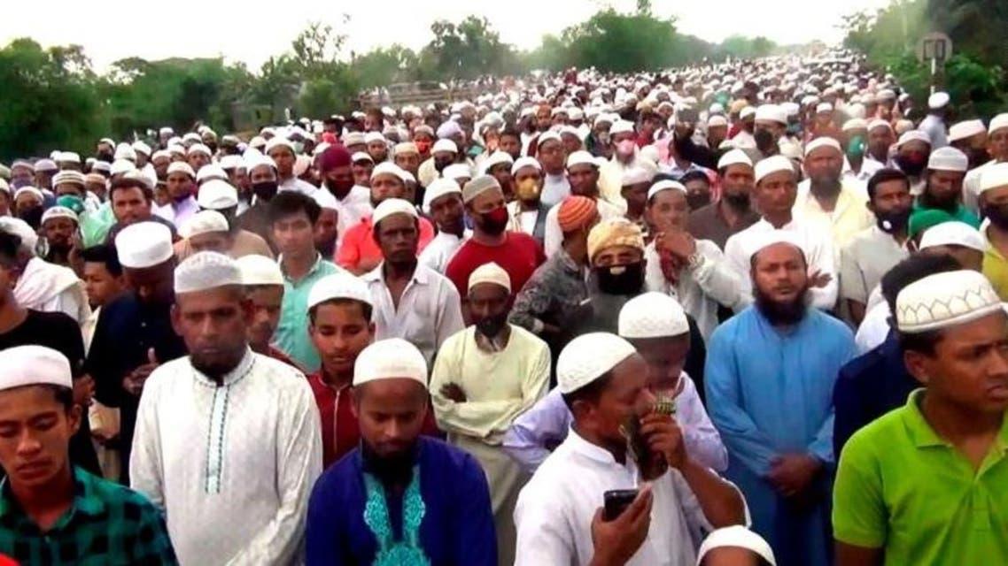 حشود تشيع رجل دين أثناء حظر كورونا في بنغلاديش