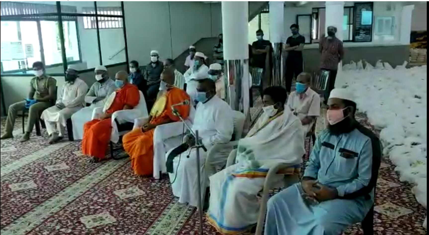 A meeting of Buddist and muslim religious leaders at a mosque in Balapokuna, Sir Lanka, to discuss coronavirus-related issues. (Screengrab)