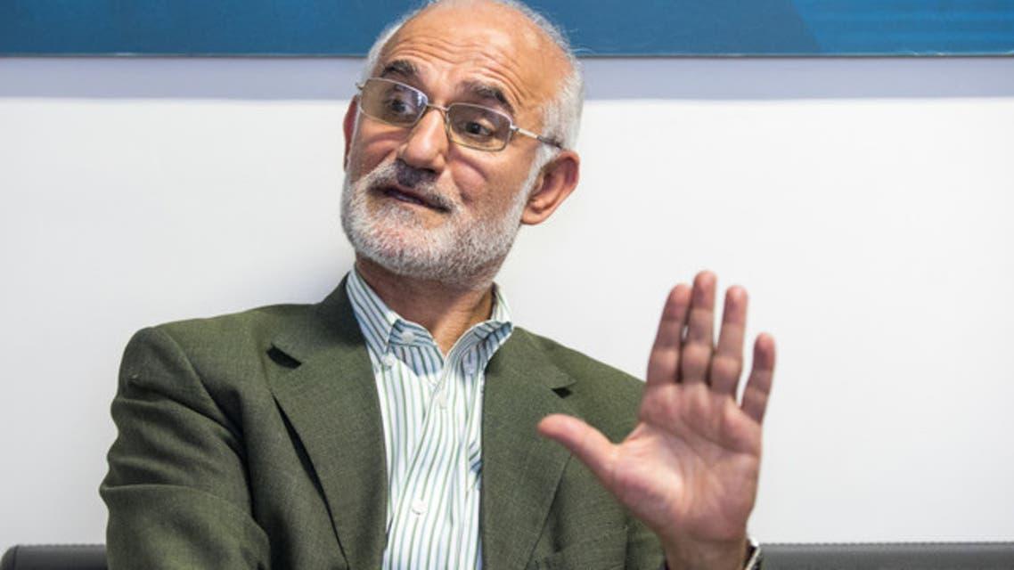 یک فعال سیاسی ایران: پیشنهاد استفاده از روغن بنفشه و ادرار شتر از خرافهگویی هاست