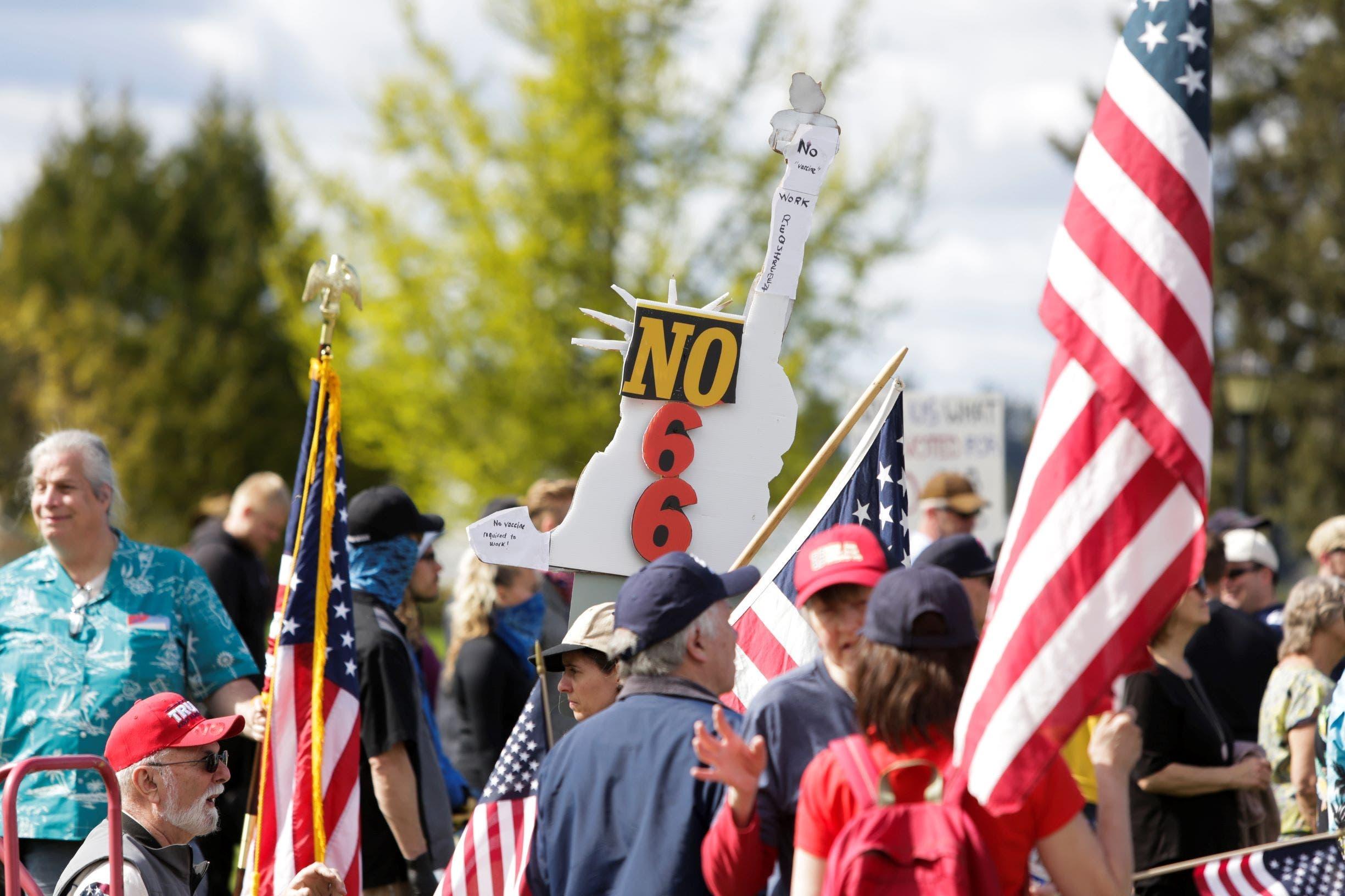 من الاحتجاجات المطالبة بوقف الإغلاق