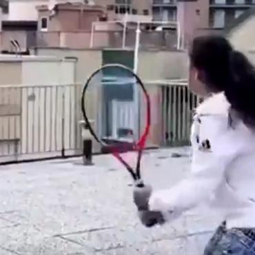 من شرفة المنزل.. هكذا تحدت لاعبتا تنس كوفيد 19 بإيطاليا