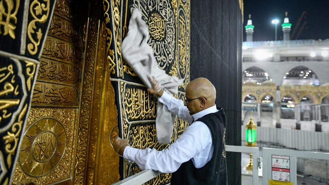 The General Presidency for the Affairs of the Two Holy Mosques's team cleans and sterilizes the cover (Kiswa) and surface of the Holy Kaaba in Mecca, Saudi Arabia, April 21, 2020. (Twitter) 1
